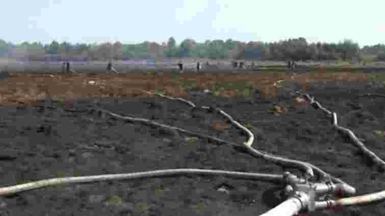 У селі поблизу Львова загорілося торфове поле площею 10 га