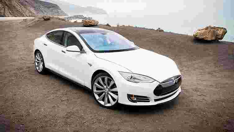 Українці з початку року купили 50 електромобілів Tesla Model S