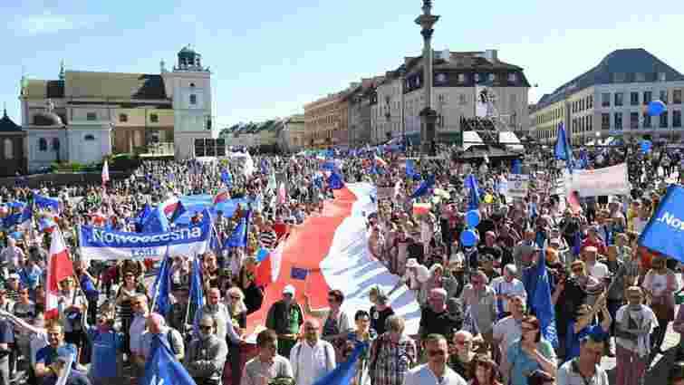 У Варшаві тисячі людей протестували проти політики уряду
