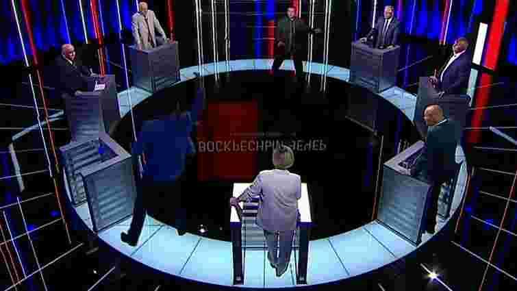 Лідера КПУ Петра Симоменка закидали монетами на російському ТБ  і обізвали «юдою»