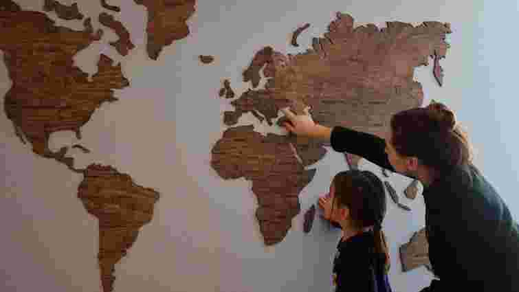 Українська дерев'яна мапа світу зібрала $100 тис. на Kickstarter