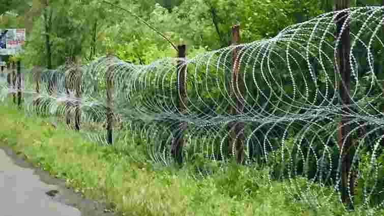 На кордоні з Румунією спорудили додатковий паркан з колючого дроту проти контрабандистів