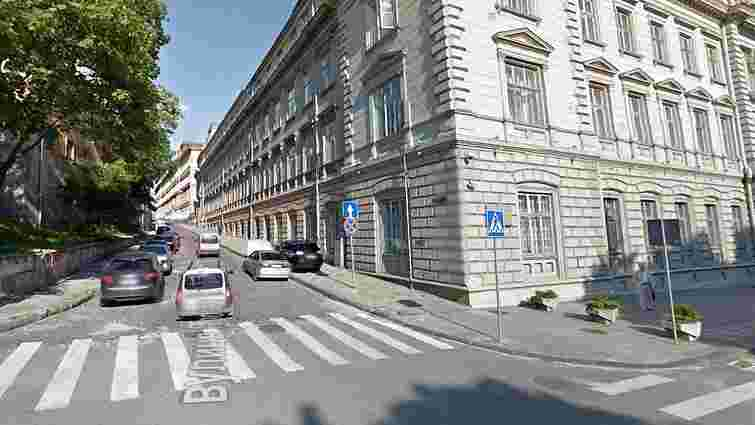 Через ремонт біля Львівської ОДА до кінця року перекриють для проїзду вулицю