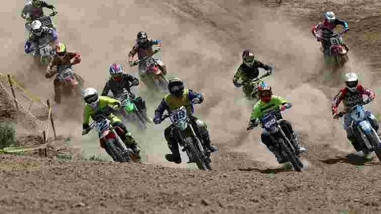 На Майорівці організували масштабні змагання з мотокросу