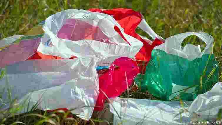 Щорічно у світі використовують 5 трлн пластикових пакетів