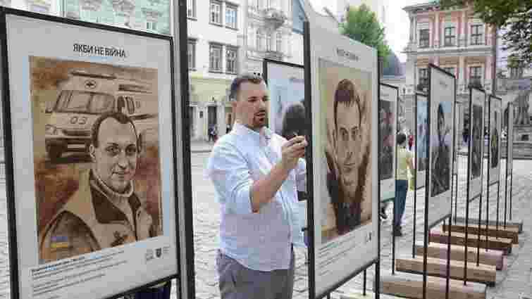 На площі Ринок просто неба відкрили фотовиставку про війну