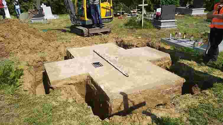 На місці знесеного поляками меморіалу воякам УПА у Грушовичах виявили поховання