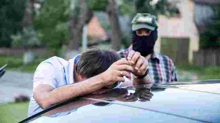 Детективи НАБУ на Київщині затримали сільського голову на хабарі в $90 тис.