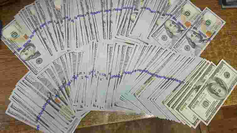 Львівський суд конфіскував понад $80 тис., які українець ввозив через кордон без декларування