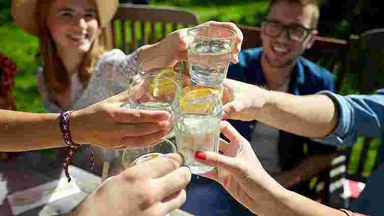 Скільки потрібно пити рідини, щоб добре почуватися: проста формула