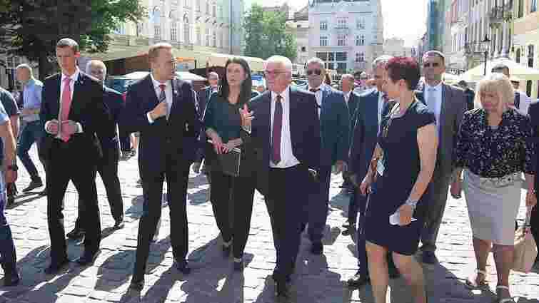 Президент Німеччини прогулявся історичним середмістям Львова