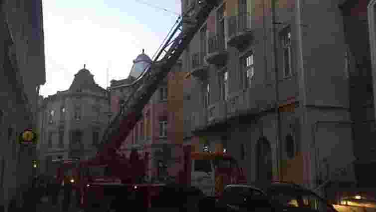 На вул. Наливайка у Львові сталася пожежа на даху будинку