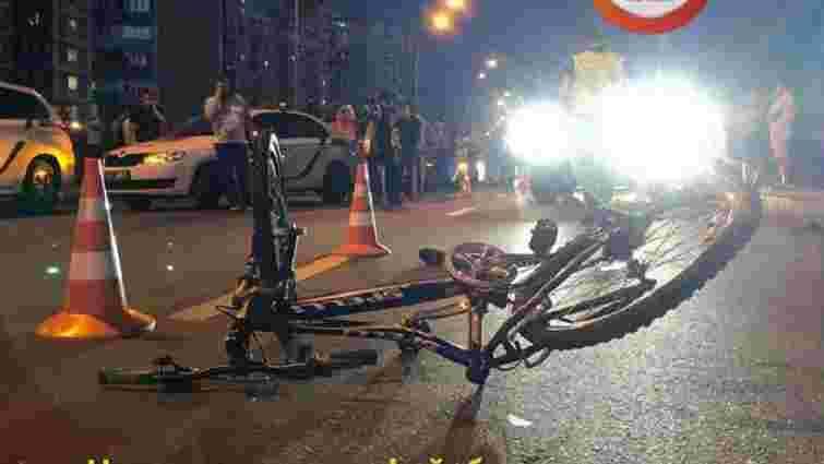 Автомобіль з кортежу Порошенка у Києві збив підлітка на велосипеді