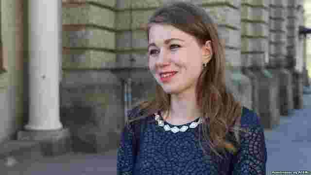 Звільнена за допис про Гітлера львівська вчителька подала позов проти школи і мерії
