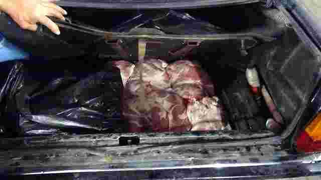 Львівські прикордонники вилучили у Краковці 300 кг контрабандного м'яса
