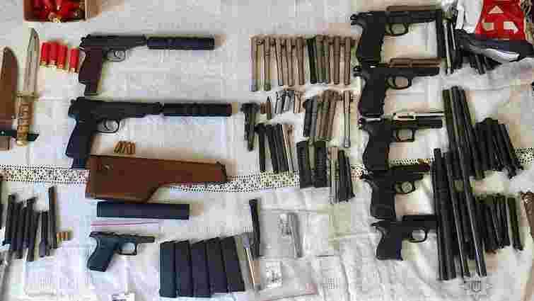 Поліція затримала групу торговців зброєю, яка діяла на території семи областей України