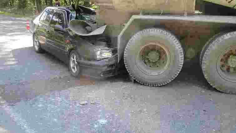 Внаслідок зіткнення автівки і КамАЗа на Львівщині постраждали п'ятеро людей
