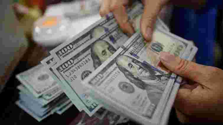 За місяць українці продали понад $780 млн готівкової валюти