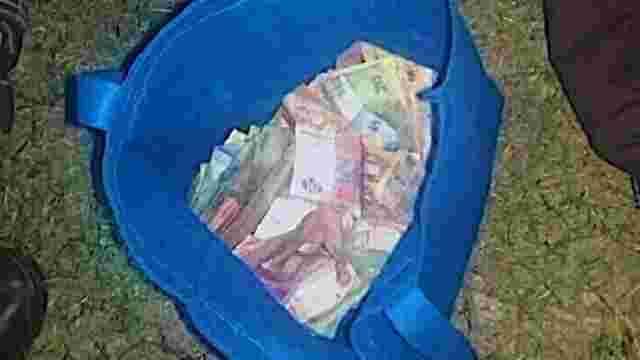 У Львові затримали двох чоловіків з сумкою грошей дрібними купюрами