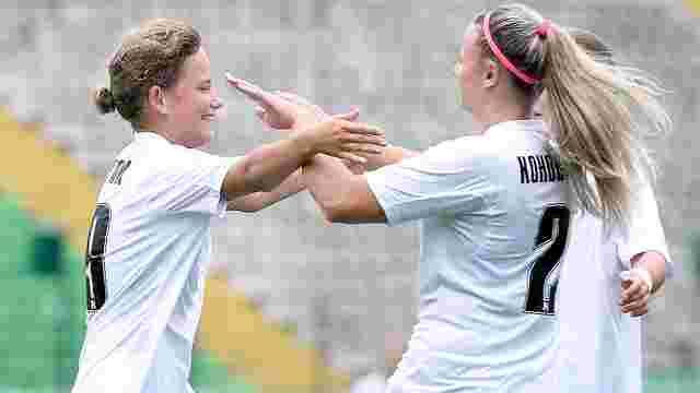 Жіноча команда «Карпат» у першому матчі розгромила суперниць 9:0: відео