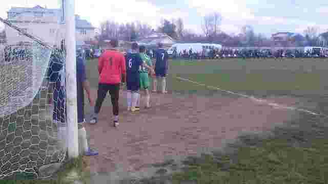 Уболівальники та футболісти на Івано-Франківщині побили суддю і чоловіка, який його захищав