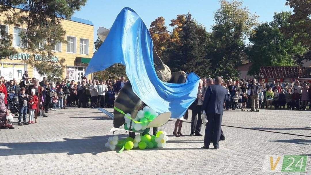 Пам'ятник бджолі у Маневичах створювали півроку