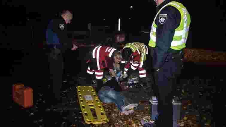 В Києві грабіжник після пограбування перехожого потрапив під автомобіль патрульних