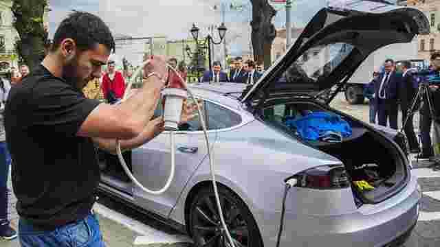 Депутати запропонували скасувати пенсійний податок для власників електромобілів