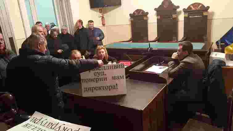 Три сотні працівників львівського підприємства прийшли на судовий розгляд справи свого керівника