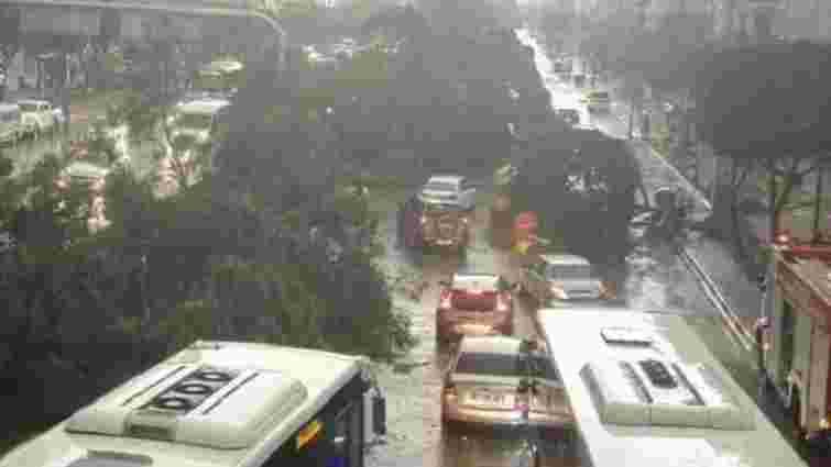 На турецьку Анталію обрушилися п'ять торнадо: двоє людей загинули