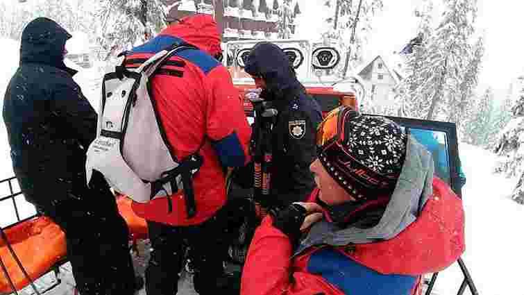 Рятувальники на Закарпатті зупинили пошуки загиблого під лавиною туриста