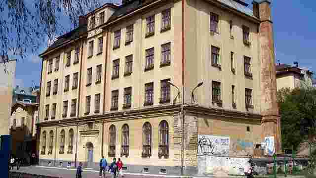 Колишню школу-інтернат у центрі Львова виставили на аукціон за 29 млн грн