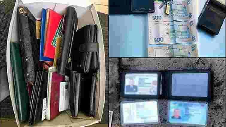 Поліція оприлюднила деталі співпраці правоохоронців та кишенькових злодіїв на вокзалі у Львові