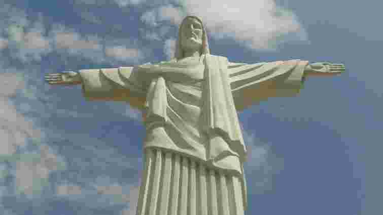 Власник 12-метрової статуї Ісуса в Трускавці скасував у суді всі штрафи ДАБК