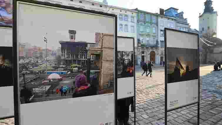 Біля львівської Ратуші триває фотовиставка пам'яті Героїв Небесної Сотні