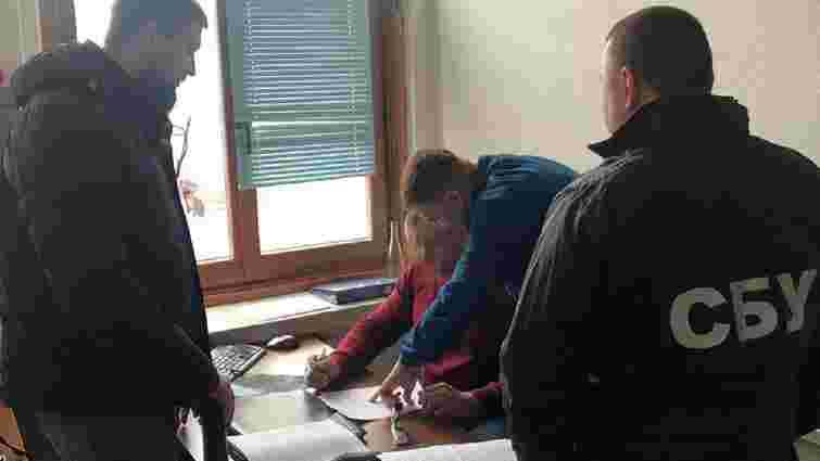 Посадовця ДФС Львівщини затримали за збут сильнодіючих лікарських засобів
