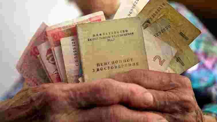 Більшості українських пенсіонерів перед виборами виплатять по 2410 грн