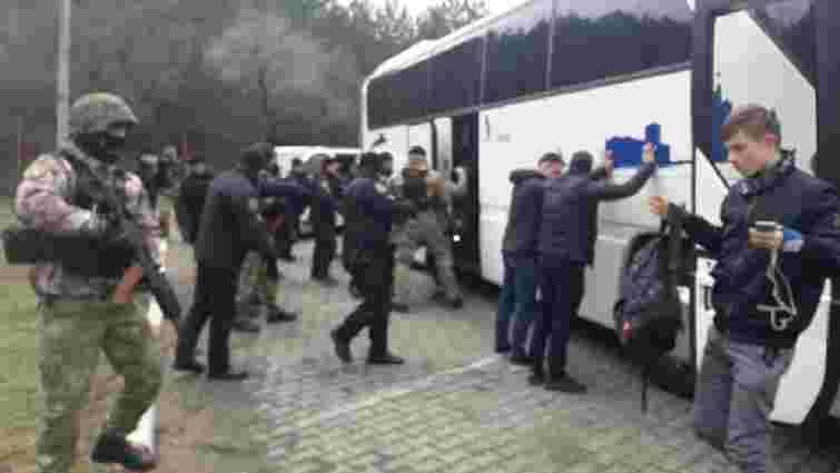 В день візиту Порошенка біля Одеси затримали два автобуси з озброєними чоловіками
