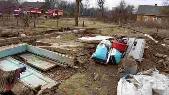 У Жидачівському районі під час розбирання старого будинку загинула людина