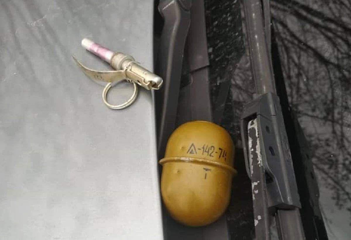Злочинця затримали, коли він спробував кинути в поліцейських другу гранату