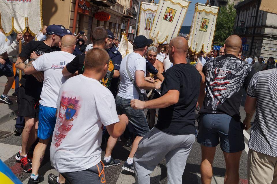 Польські націоналісти напали на мирну ходу українців