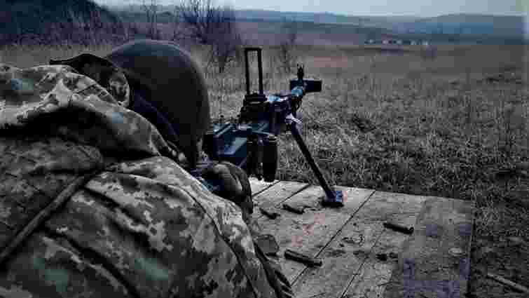 На Донбасі під час обстрілів поранили двох українських військових