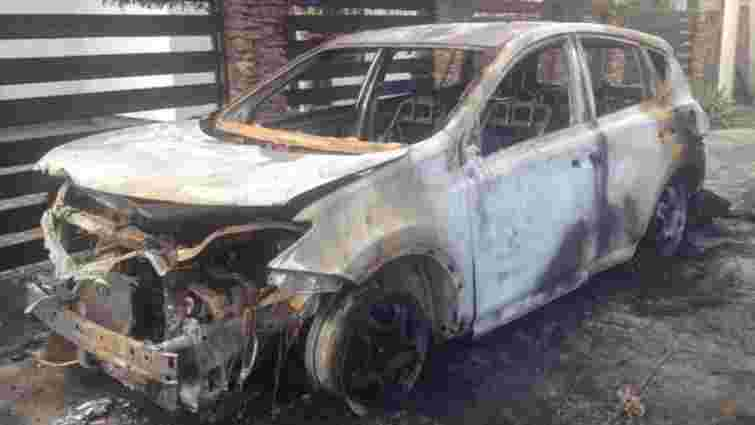 У Рівному невідомі спалили авто секретареві міської ради