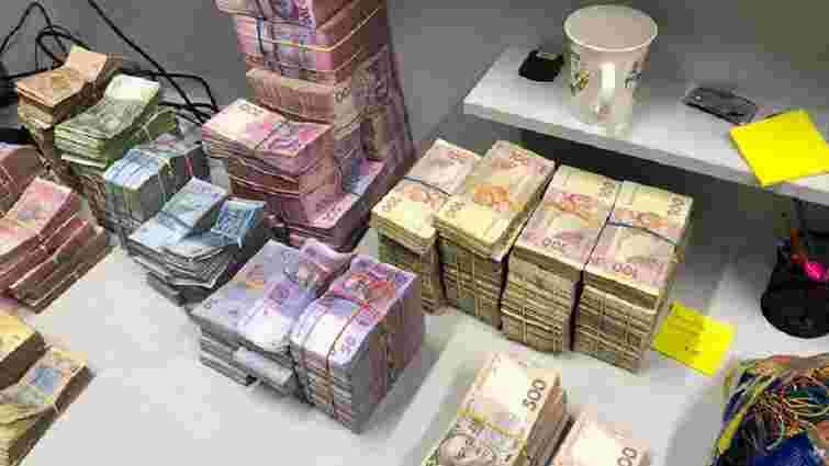 Львівських податківців підозрюють у причетності до конвертаційного центру з оборотом 500 млн грн
