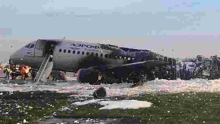 У Москві в аеропорту загорівся літак, 13 людей загинуло