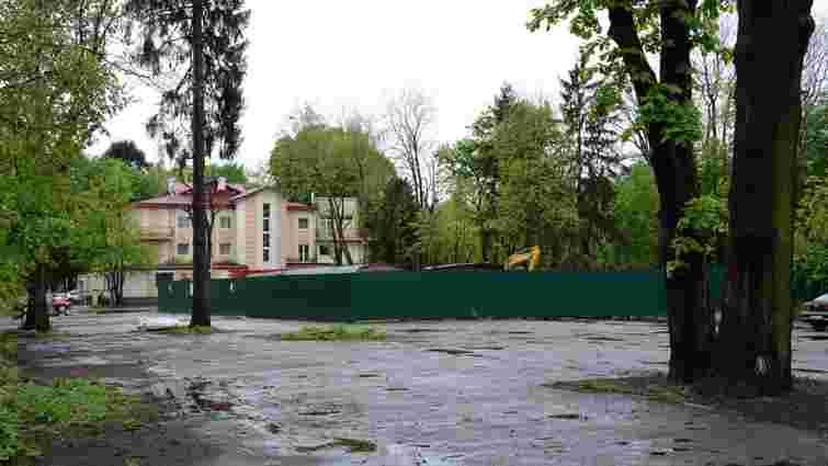 Фірма партнерів Козловського незаконно знесла історичну будівлю у Стрийському парку