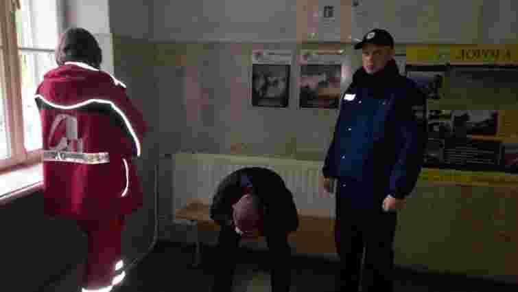 На Львівщині працівник поліції врятував п'яного чоловіка від самогубства