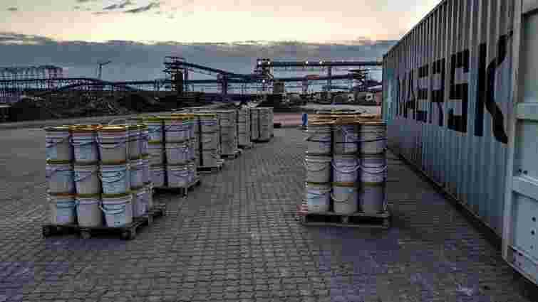 У порту Одеси затримали рекордну партію кокаїну, який змішали у відрах з фарбою