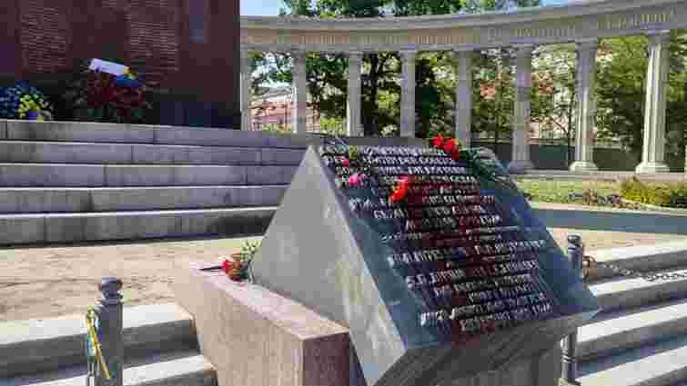 Невідомі облили червоною фарбою пам'ятник радянським воїнам у Відні