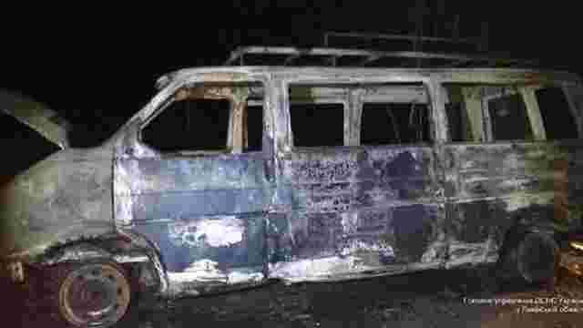 У Золочівському районі згорів мікроавтобус Volkswagen Transporter